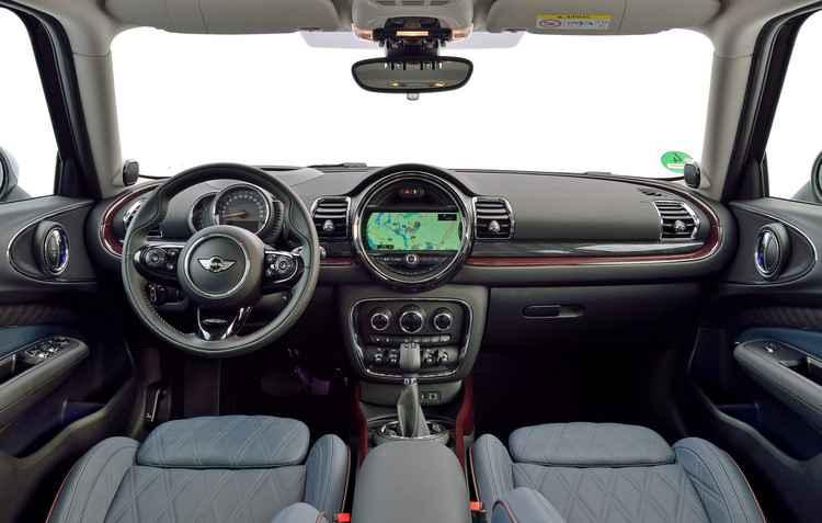 Sistema de navegação com tela de LCD de 6,5 polegadas - Fábio Aro / Divulgação