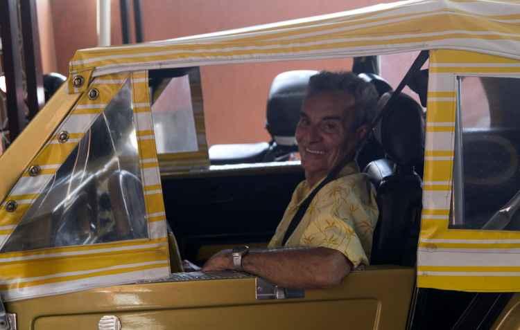 Aposentado Aécio de Albuquerquer, de 77 anos, tem dificuldade para encontrar peças do seu Gurgel 1986 - Debora Eloy/Esp. DP