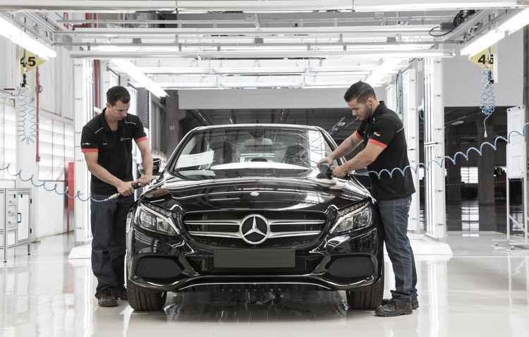 Sedã Classe C é o primeiro da linha de produção da 26ª fábrica da marca no mundo - Mercedes-Benz / Divulgação