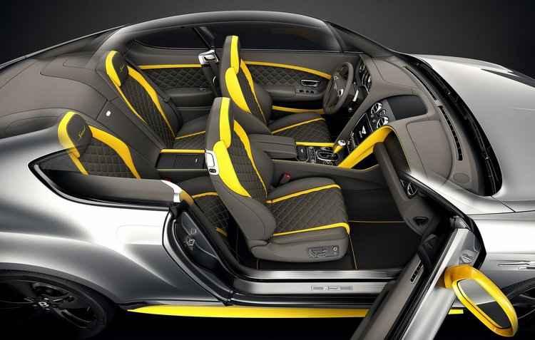 Parte interna é ressaltada pelos assentos em couro com costuras e detalhes em contrastes - Bentley / Divulgação