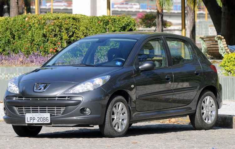 Peugeot 207 de 2013 tem preços a partir de R$ 22 mil  - Edvaldo Rodrigues/DP
