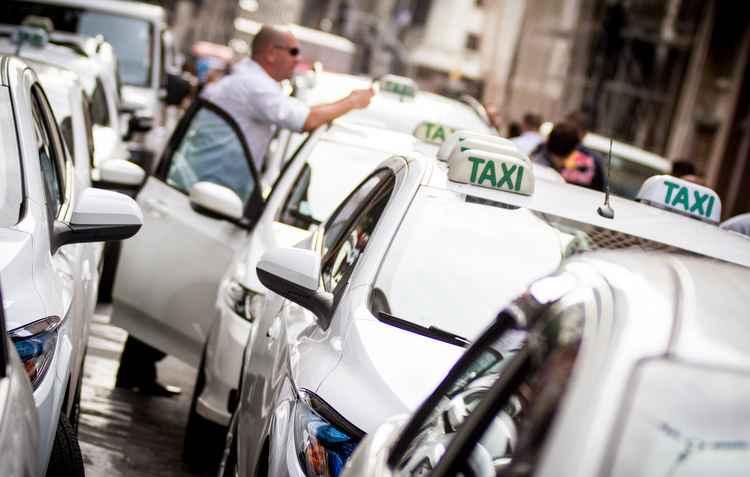 Nos Táxis a redução em mais de 60% nas corridas com o car sharing - Dario Oliveira / Código 19 / Estadão