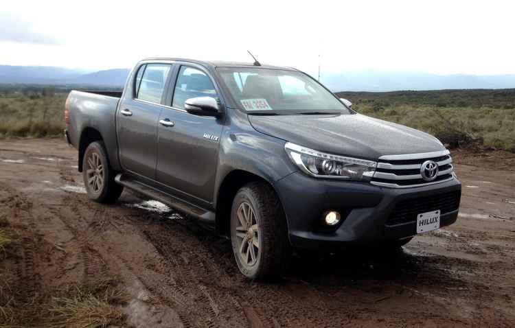 Toyota Hilux e Honda City são dois modelos importados da Argentina - Taciana Goes / DP