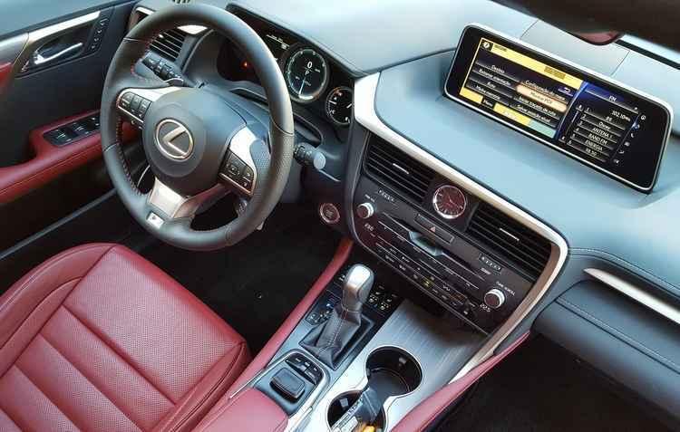 Caixa de transmissão de oito velocidades tem borboletas atrás do volante - Lexus / Divulgação
