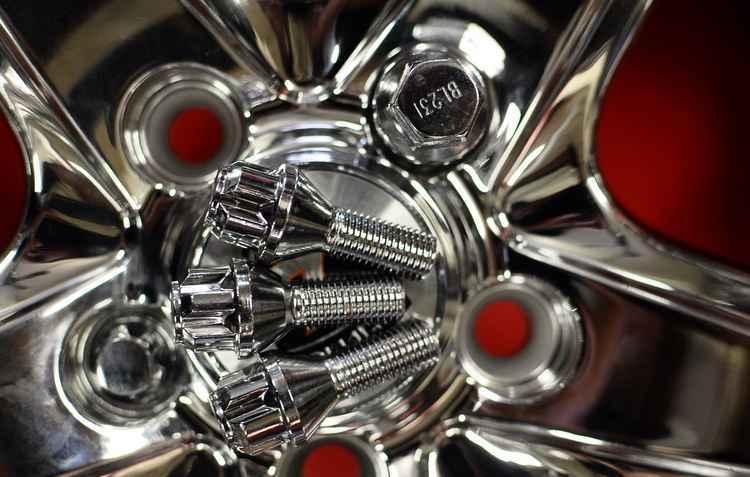 Kit parafusos antifurto para rodas tem bom custo benefício e de fácil instalação - Joao Velozo/ Esp. DP