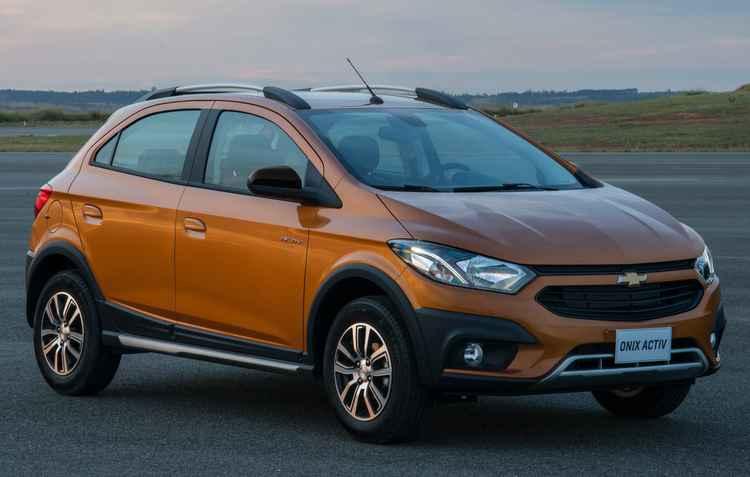 Onix Activ será oferecido com seis opções de cores, sendo elas laranja, branco, prata, cinza, vermelho e preto - Chevrolet / Divulgação