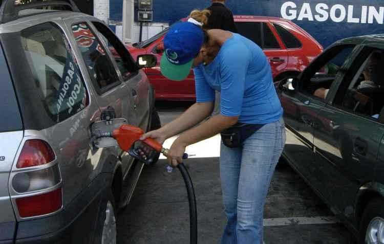 Gasolina poluída é o inimigo número um dos bicos injetores - Julio Jacobina / DP