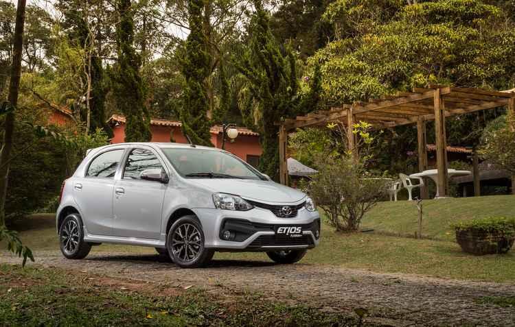 Nova versão Platinum antecipa o facelift do compacto Etios, que também ganhou mais equipamentos de conforto, segurança e tecnologia - Malagrine / Divulgação