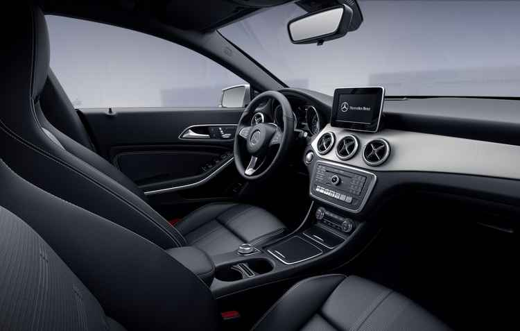 Central multimídia com GPS e partida por botão - Mercedes Benz / Divulgação