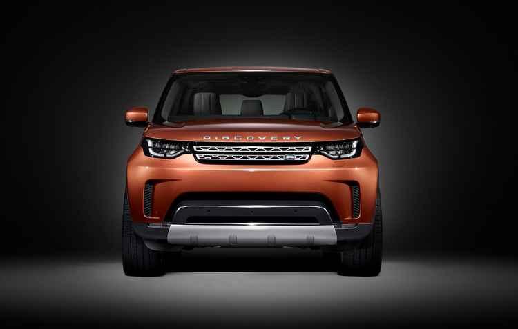 A única informação do utilitário até agora é que ele terá capacidade para transportar até sete pessoas - Land Rover / Divulgação