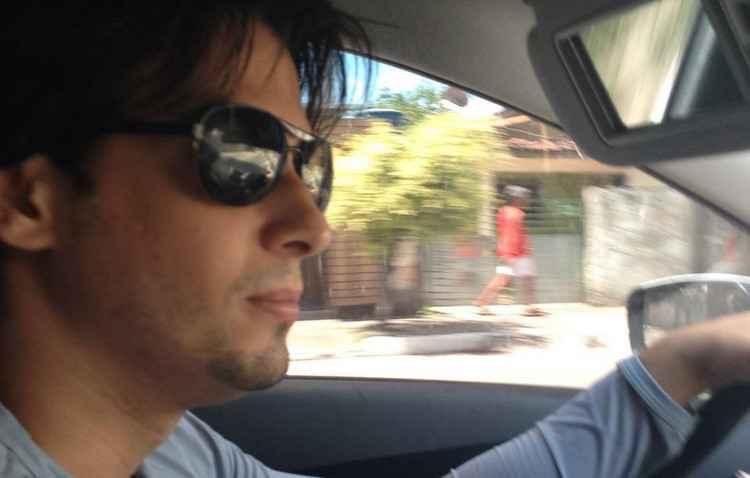 Professor Rafael Otávio só entra em casa após verificar que não tem ninguém na rua - Arquivo Pessoal
