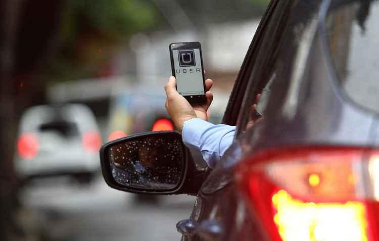 Motoristas que utilizam aplicativo devem modificar a apólice para assegurar o veículo de possíveis danos materiais - Paulo Paiva / DP