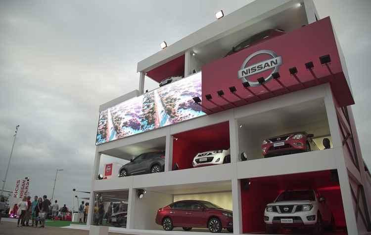Estande da Nissan se transformou em salão fora de época