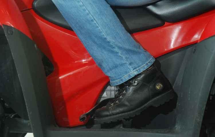 Sapatos sem cadarços é melhor opção para carros e motos - Marcelo Soares / Esp. DP