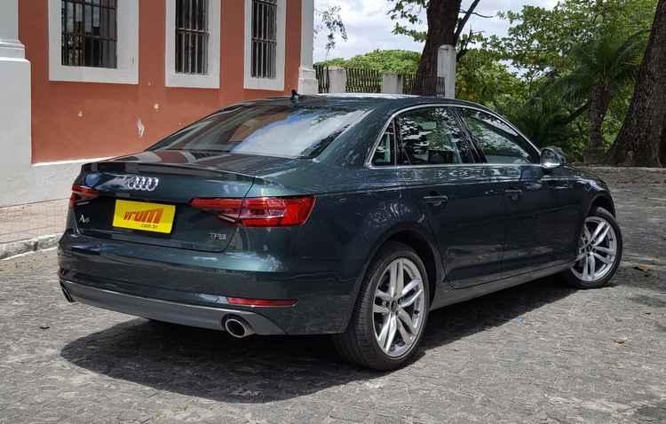 Traseira segue sendo o lado mais sóbrio do Audi A4 - Bruno Vasconcelos / DP