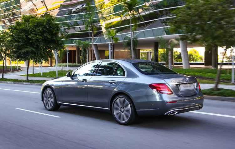 Velocidade máxima é de 250 km/h, limitada eletronicamente - Mercedes-Benz / Divulgação