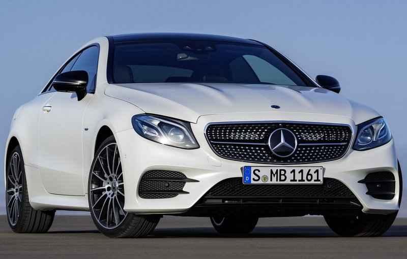O Classe E Coupé ganha três versões diferentes de motor, tanto a gasolina como ao novo turbodiesel - Mercedes-Benz/Divulgação