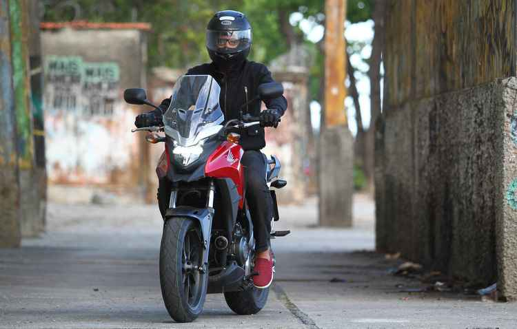 Motocicleta passa muita segurança para o piloto nas vias - Paulo Paiva/DP
