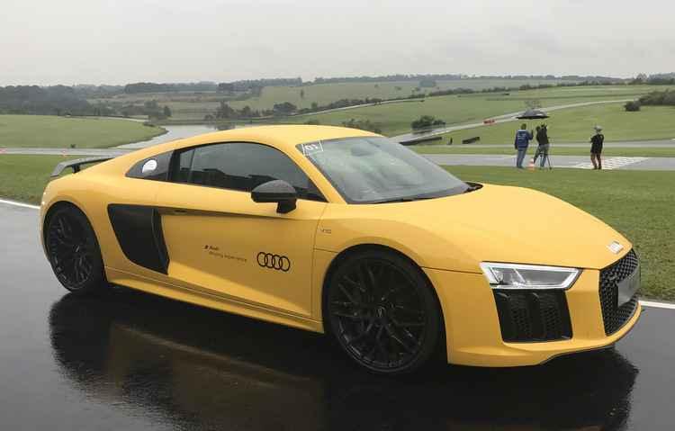 Testamos o Audi R8 V10 Plus. Carro é um fenômeno nas pistas