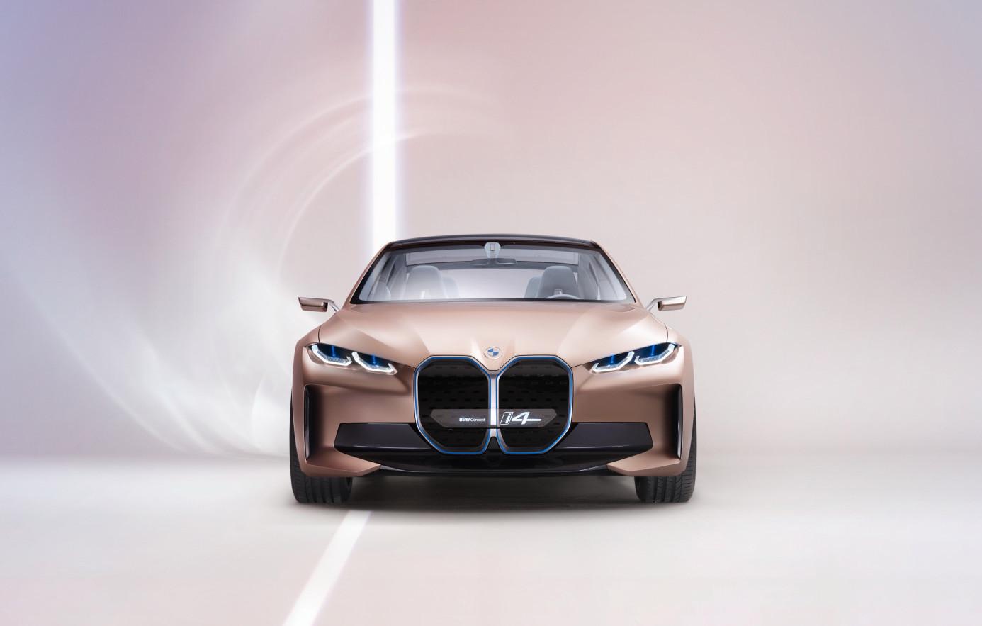 BMW apresenta novo conceito do i4 elétrico